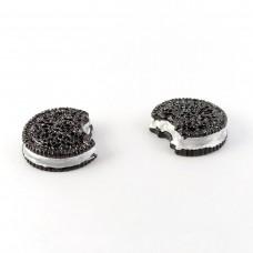 Oreo cookies shiny black